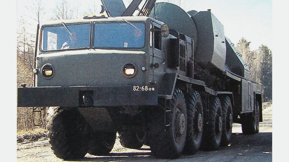 Тягач МАЗ-537Д с полуприцепной цистерной ЗАЦ-1 для заправки ракет амилом