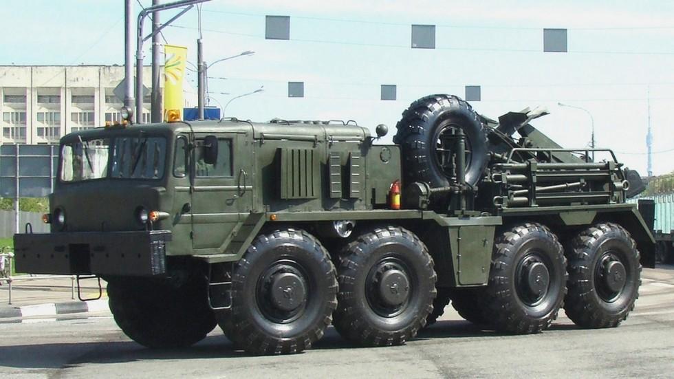 Тяжелый эвакуационный тягач на шасси МАЗ-537Г с 15-тонной лебедкой (фото автора)