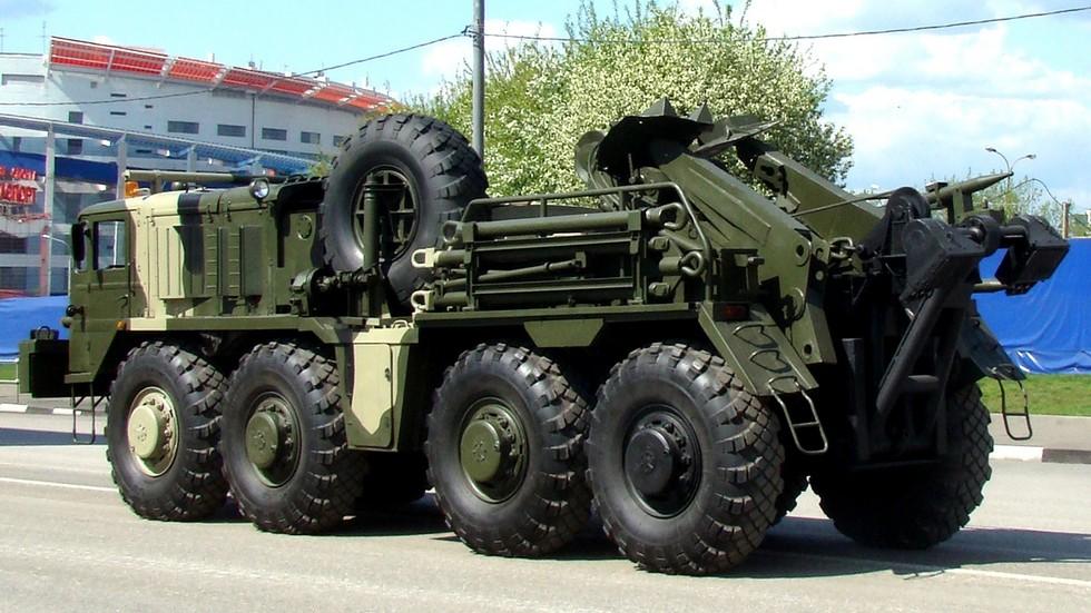 Эвакуатор КЭТ-Т колонны технического обеспечения военных парадов (фото автора)