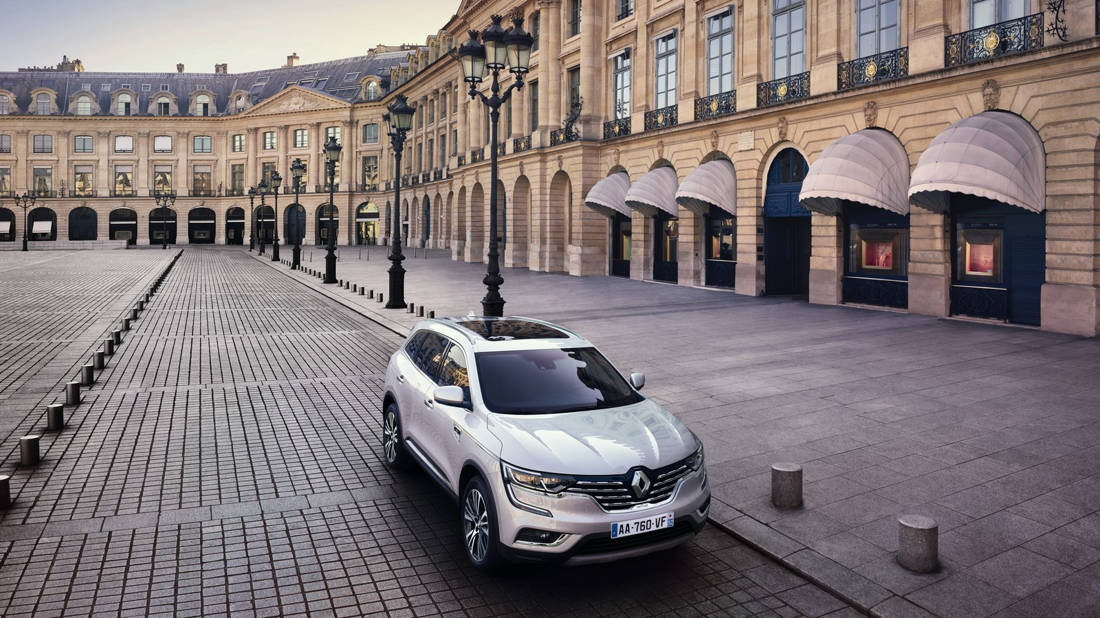 Renault представил вПариже новую версию кроссовера Koleos