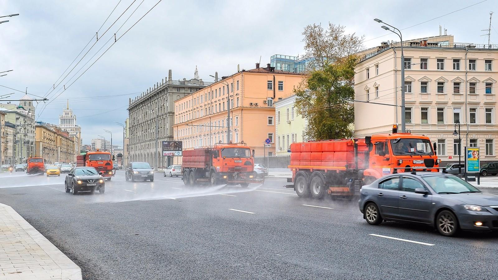 Обработка дорог Москвы шампунем