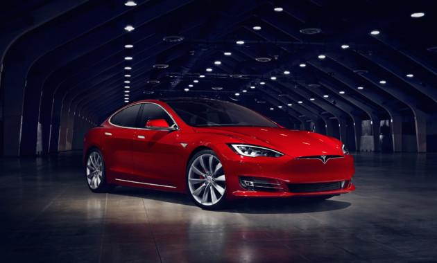 Tesla выпустит обновленноеПО для улучшения работы радара иавтопилота