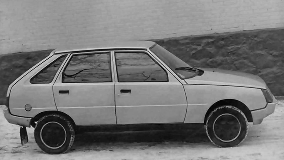 Ранний прототип пятидверного хэтчбека внешнего напоминал ВАЗ-2109