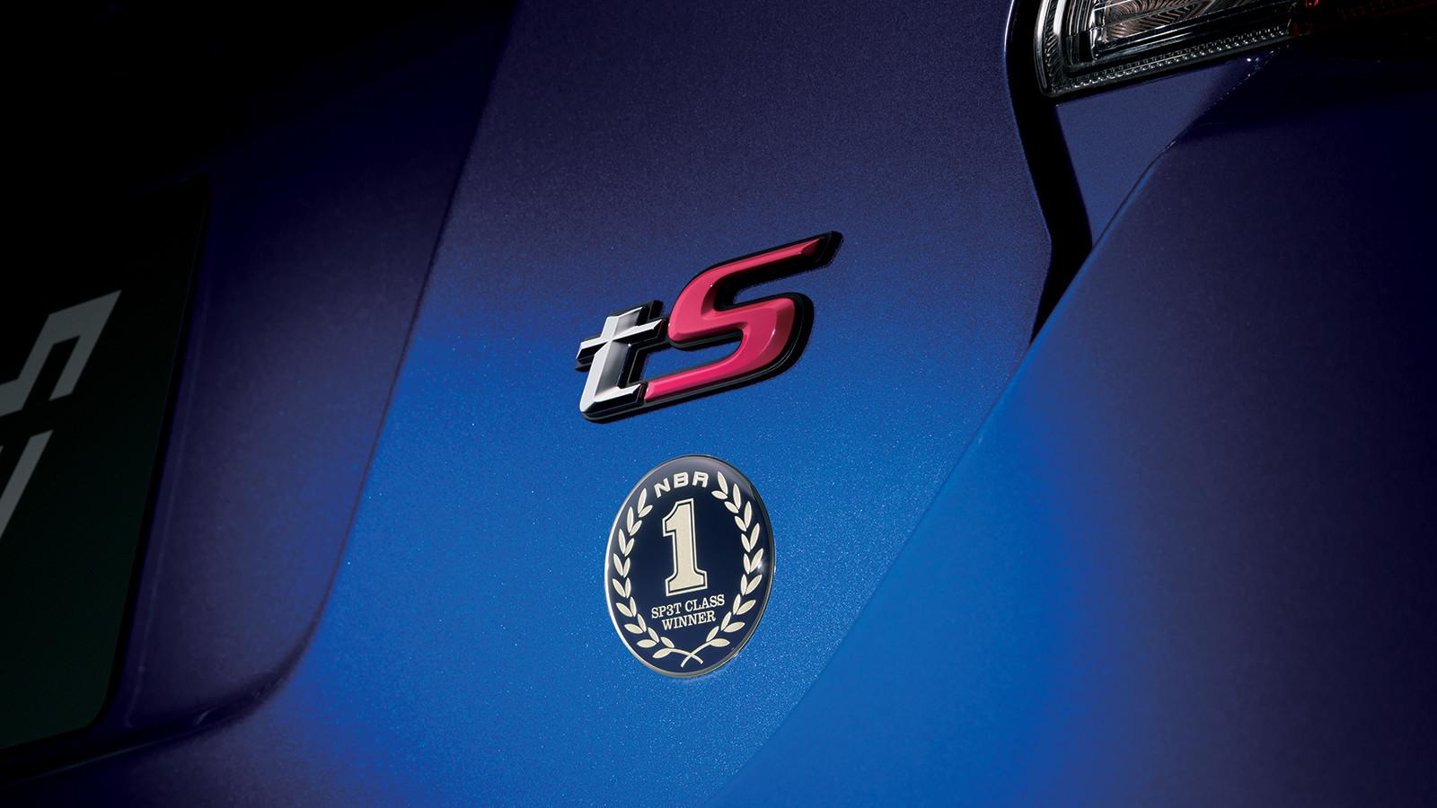 Субару начала прием заказов налимитированную модификацию седана WRX S4