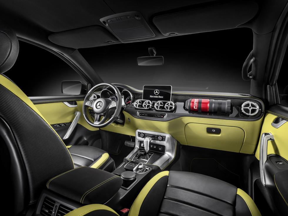 На фото: салон Mercedes-Benz Concept X-Class «Powerful Adventurer»