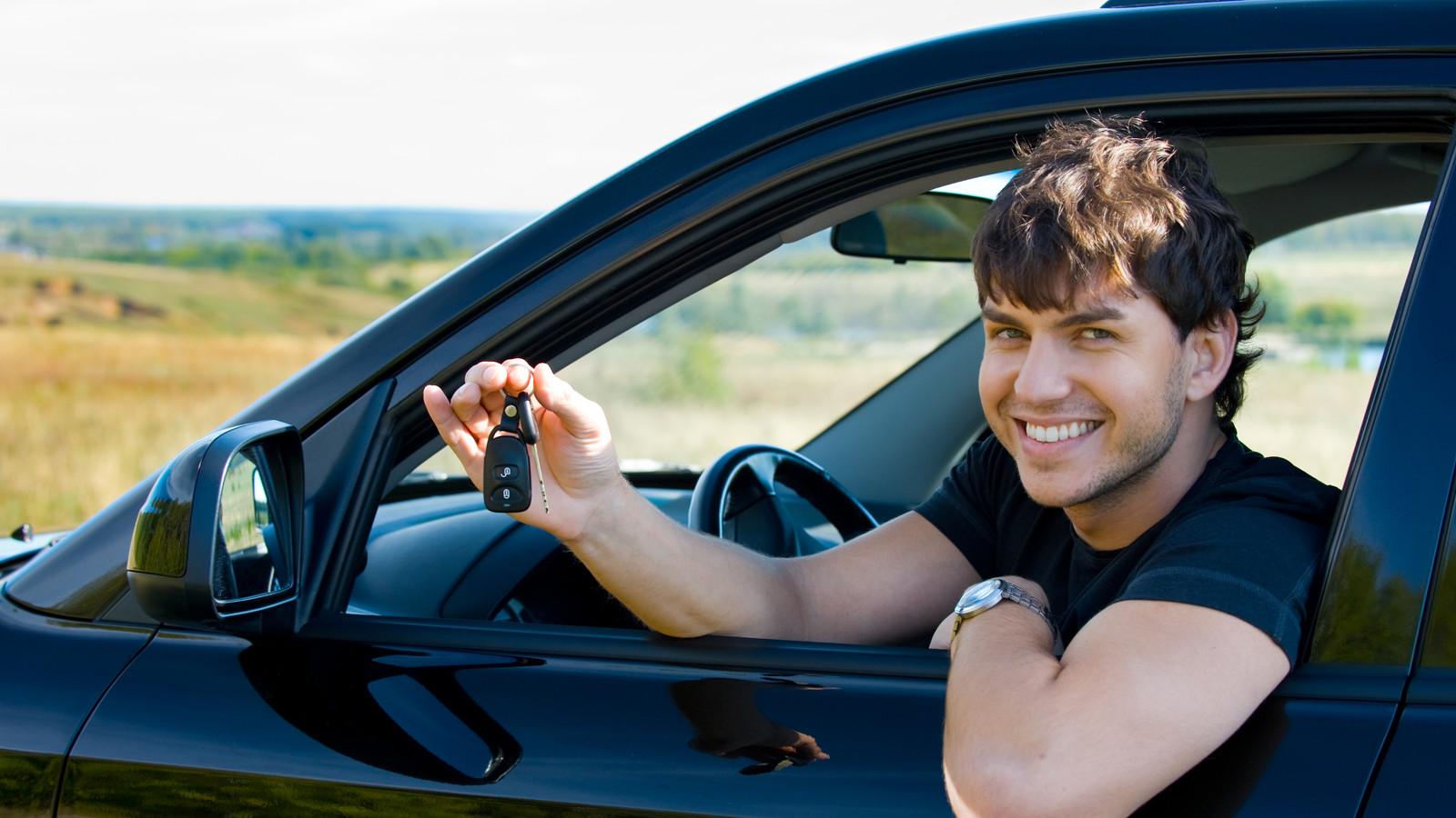 Начинающим столичным водителям могут запретить водить массивные авто