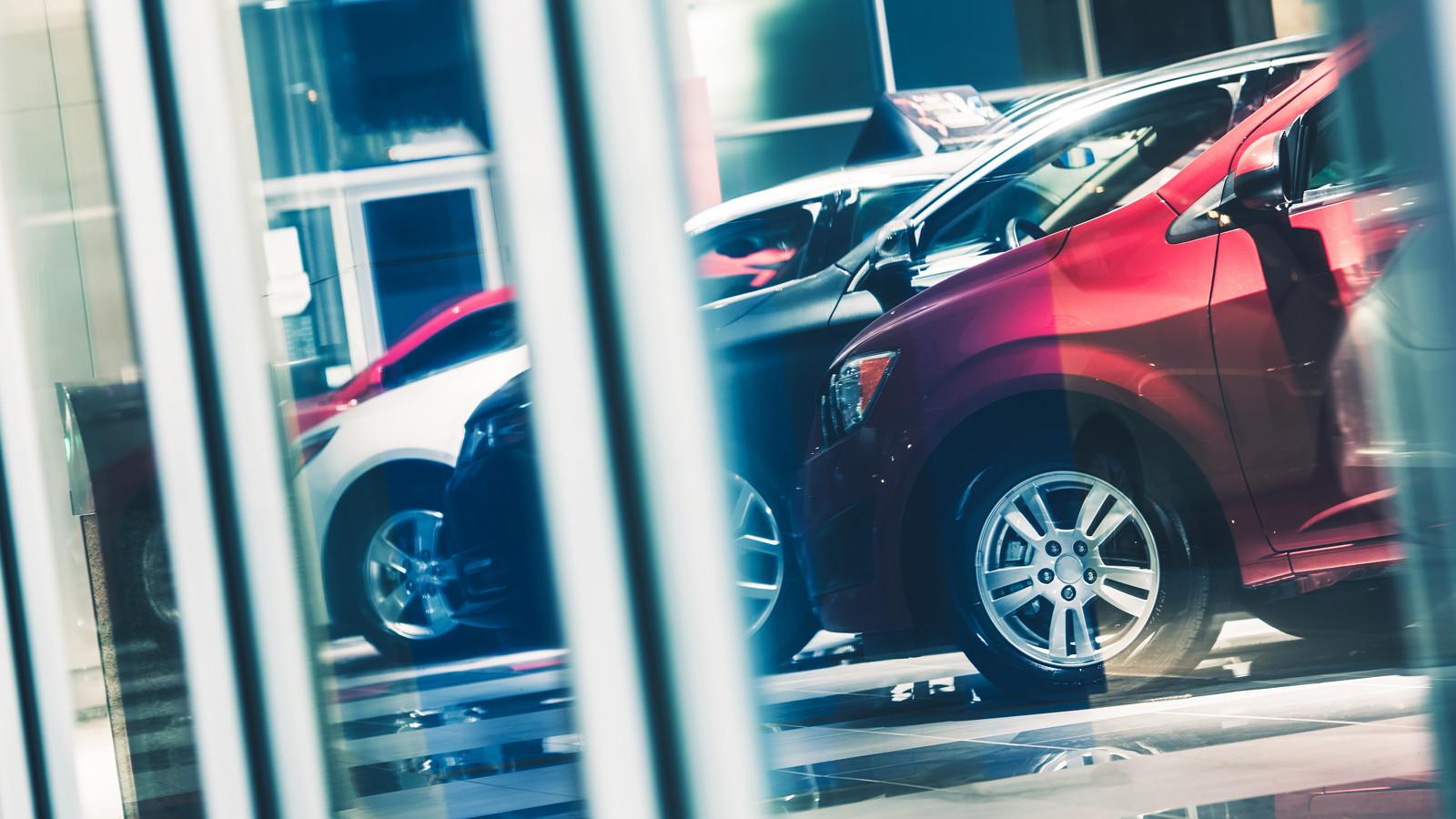 Втечении следующего года в Российской Федерации продадут порядка 1,3 млн легковых авто — специалисты