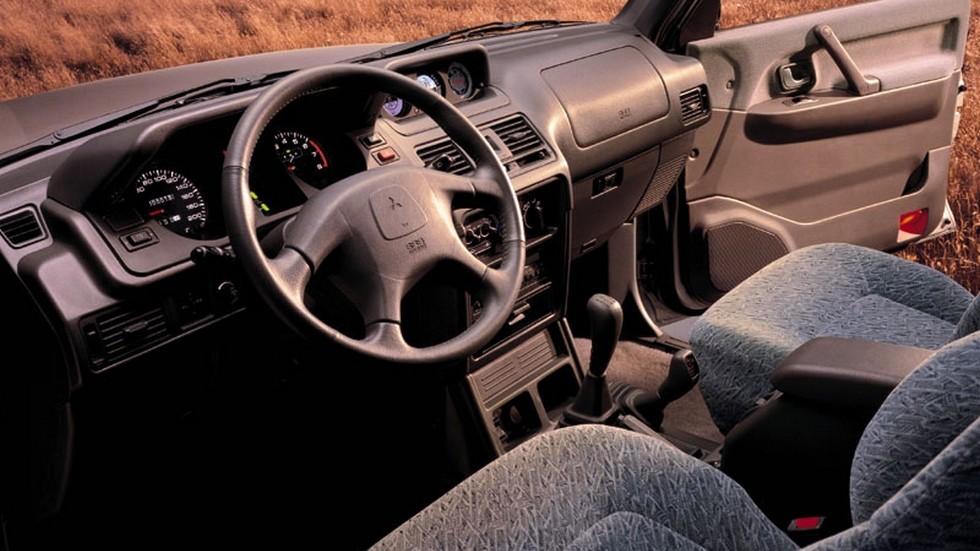 Интерьер Mitsubishi Pajero Wagon '1997–99