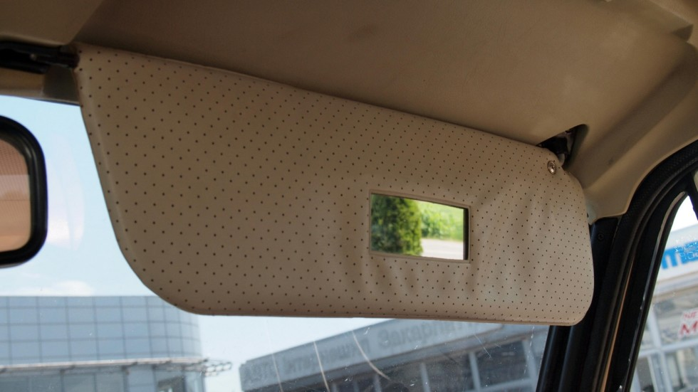 Элемент роскоши – зеркальце для пассажира на внутренней стороне солнцезащитного козырька