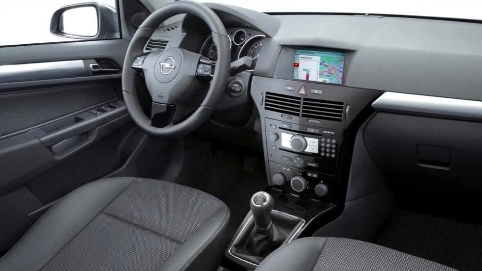 На фото: Салон Opel Astra Hatchback (H) '2004–07