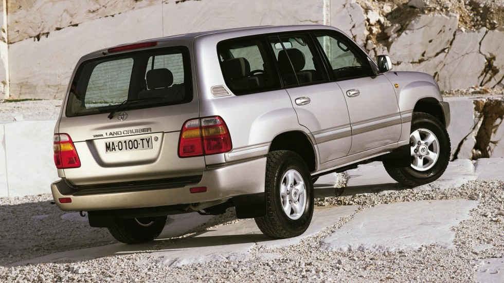 На фото: Toyota Land Cruiser 100 VX '1998–2002