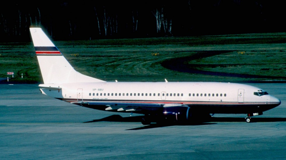Untitled_(Ford_Air_Services)_Boeing_737-705;_VP-BBU@CGN,_April_2003_(5683076188)