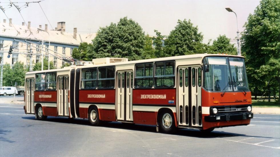 На фото: Прототип троллейбуса Ikarus-280