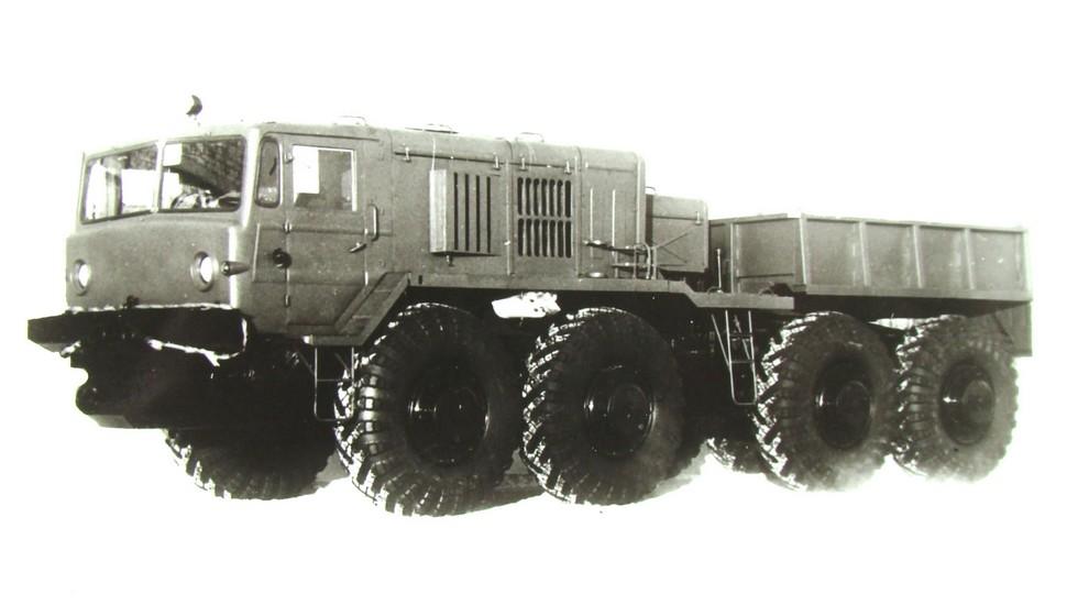 Автомобиль КЗКТ-537Л на 525-сильном шасси третьего поколения (из архива НИИЦ АТ)