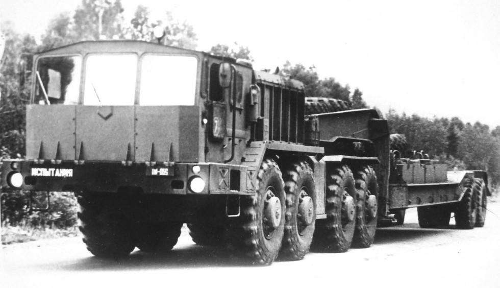 Опытный облегченный тягач КЗКТ-74263 без лебедки. 1986 год (из архива НИИЦ АТ)