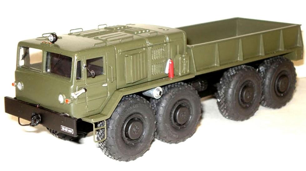 Тягач КЗКТ-537П с удлиненным кузовом без лебедки (макет). 1982 год