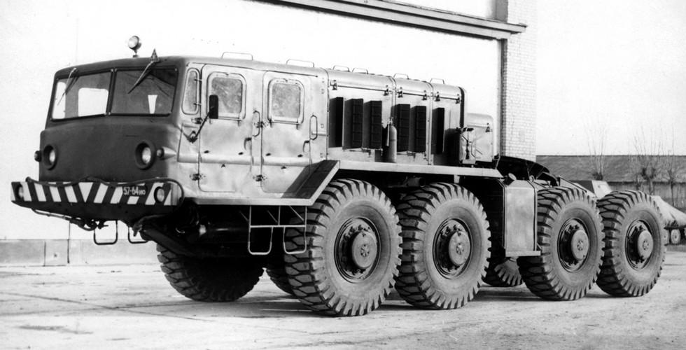 Седельная машина МАЗ-545 с лебедкой на испытаниях в 21 НИИИ (из архива НИИЦ АТ)