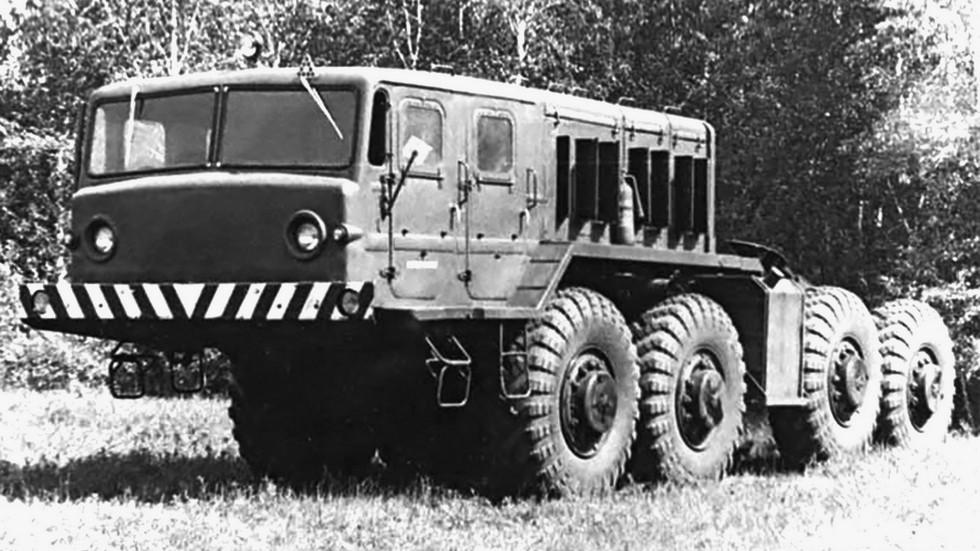 Первый вариант тягача МАЗ-545 с 4-дверной кабиной. 1969 год (из архива Н. Маркова)
