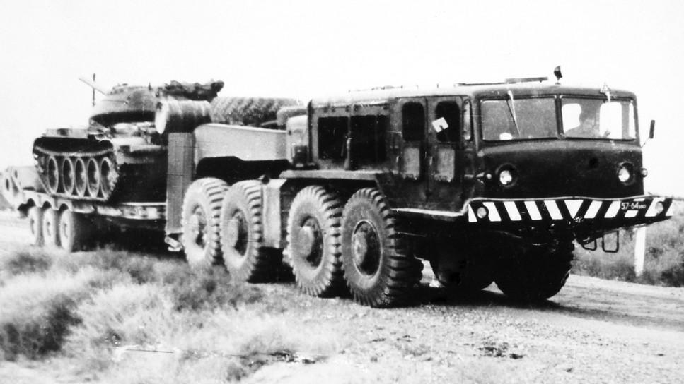 Испытания автомобиля МАЗ-545 с танковым полуприцепом МАЗ-796 (из архива НИИЦ АТ)