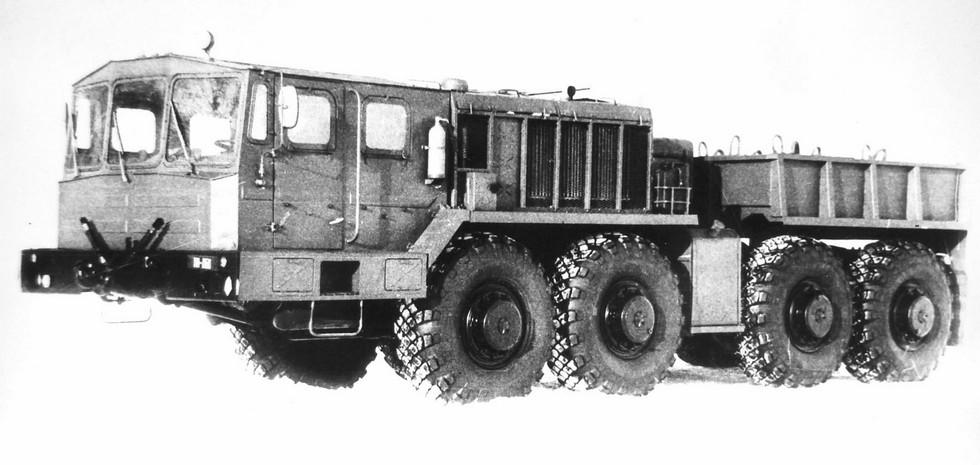 Тягач КЗКТ-74261 с лебедкой и коротким кузовом. 1987 год (из архива НИИЦ АТ)