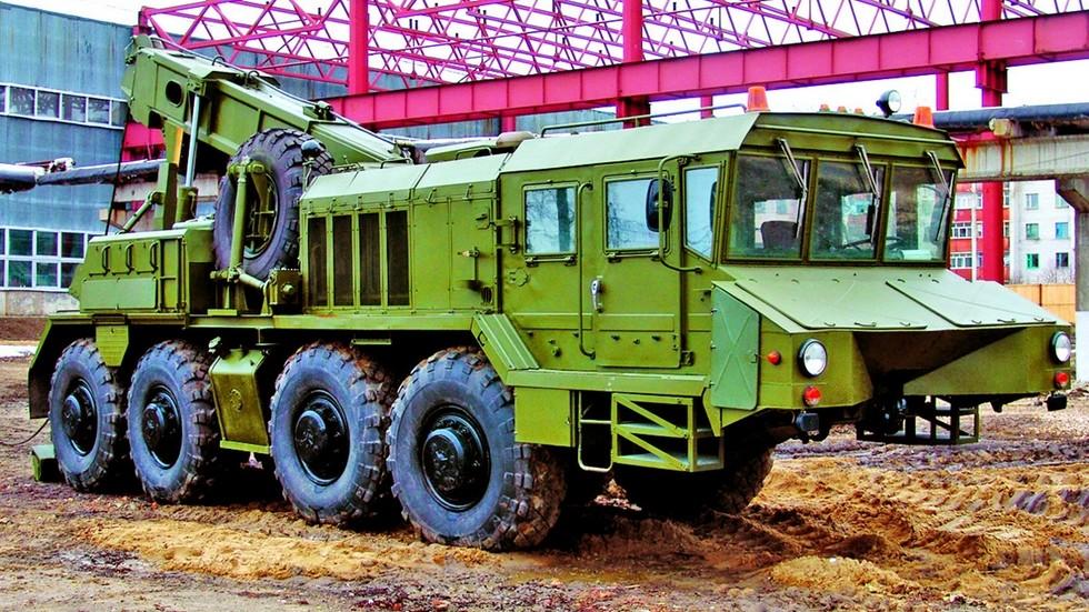 Тяжелый эвакуационный тягач КЭТ-Т на шасси КЗКТ-74281-012 (из архива В. Дмитриева)