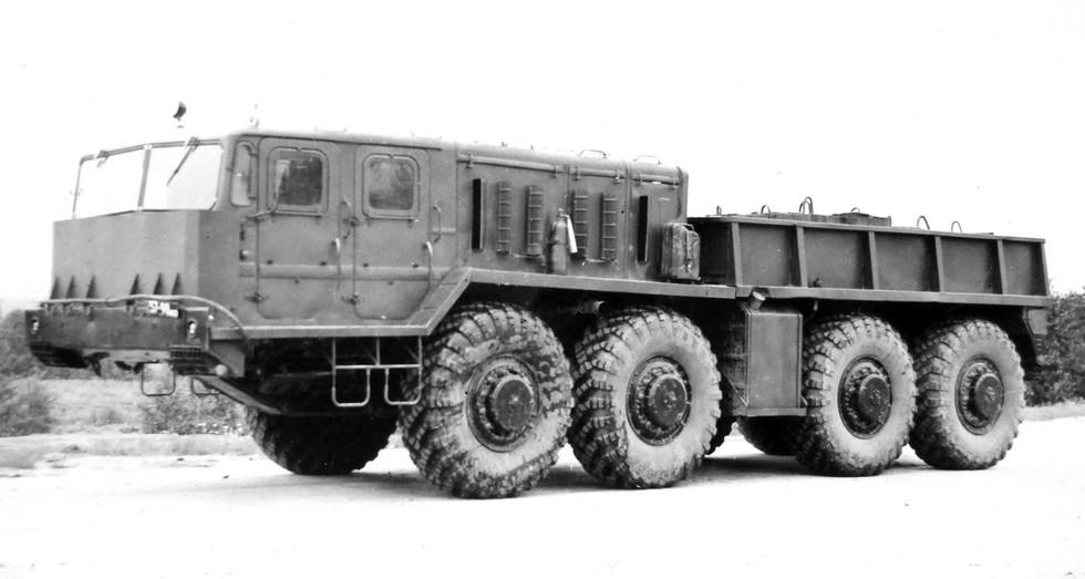 Балластный тягач МАЗ-545А с защитным экраном кабины. 1975 год (из архива НИИЦ АТ)