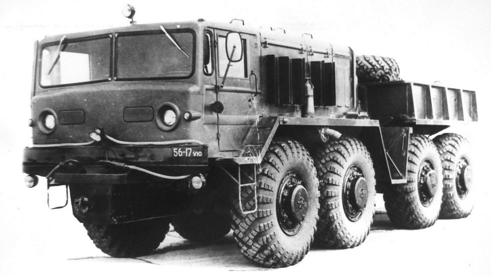 Прототип балластного тягача КЗКТ-537Л с лебедкой. 1976 год (из архива НИИЦ АТ)