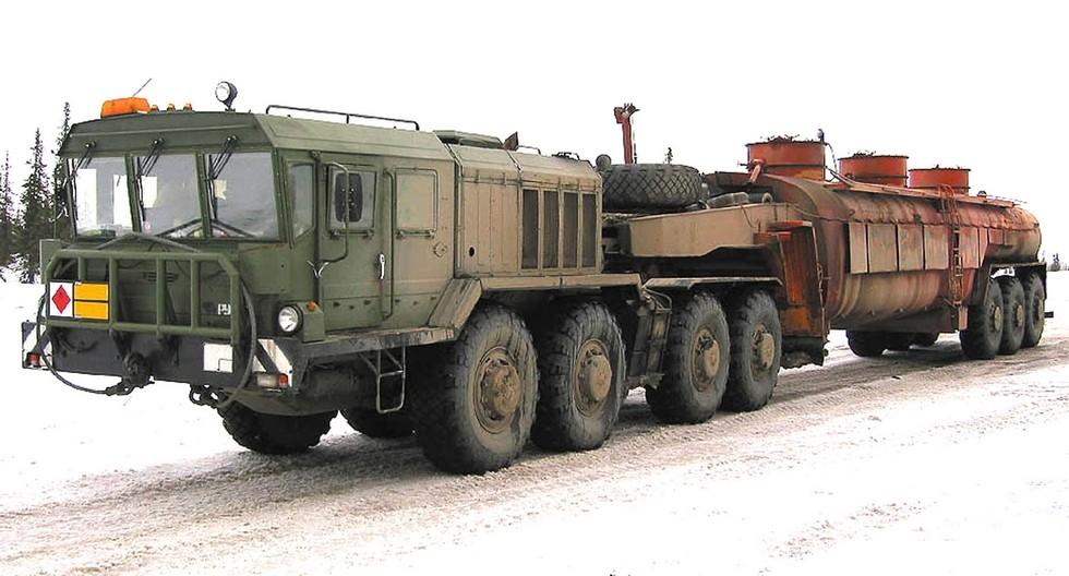 Седельный тягач КЗКТ-74281 с трехосной топливной цистерной ППЦ-50