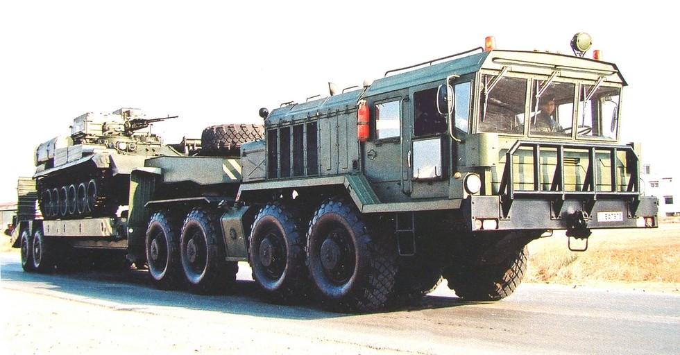 КЗКТ-74281 «Русич» с полуприцепом КЗКТ-93882 для греческой армии (из архива S. Markides)