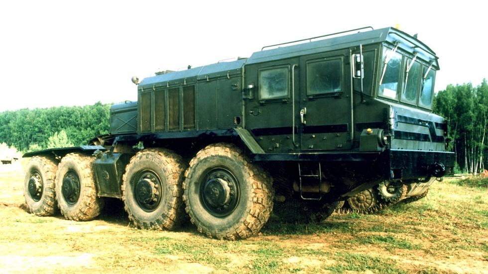 Главное достижение Курганского завода — седельный тягач КЗКТ-74281 (фото автора)