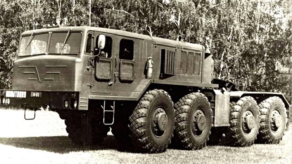 Опытный седельный тягач КЗКТ-7426 с двухдверной кабиной. 1978 год (из архива НИИЦ АТ)