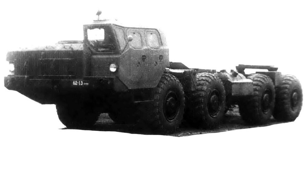 Опытное шасси МАЗ-543В с одной передней кабиной (из архива НИИЦ АТ)