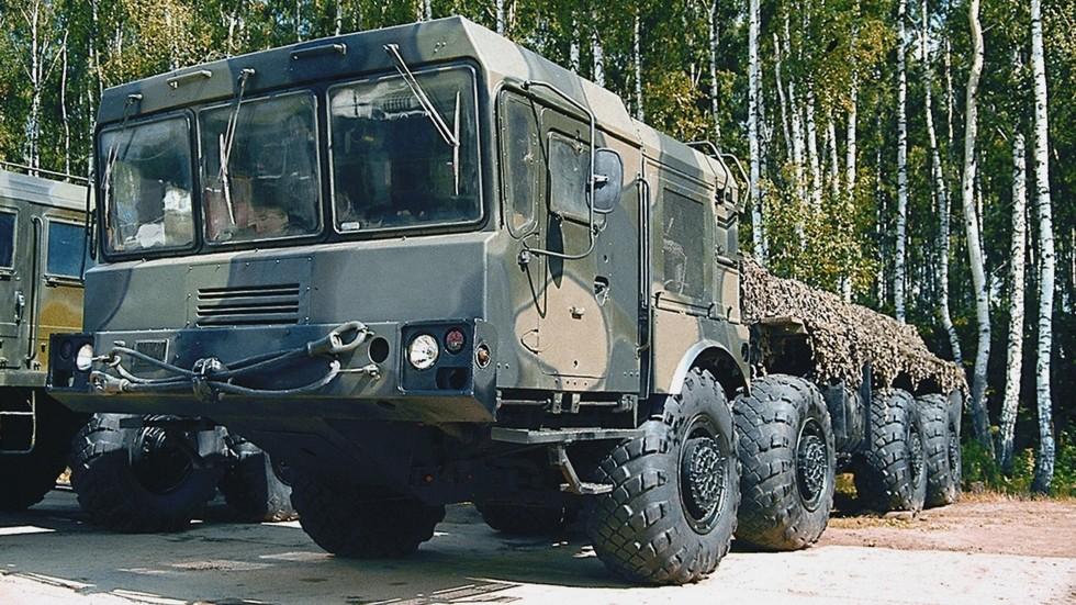 Предсерийный вариант 500-сильного автомобиля МЗКТ-7930 (фото автора)