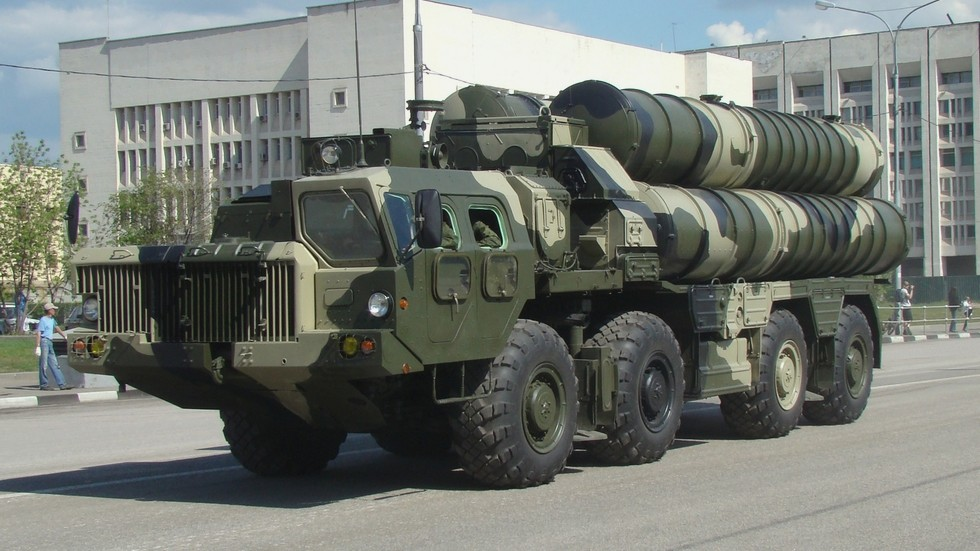 Революционная зенитная система С-300 на автомобиле МАЗ-543М (фото автора)