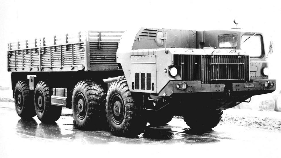 Оригинальный вариант шасси МАЗ-543М с цельнометаллическим кузовом (из архива НИИЦ АТ)