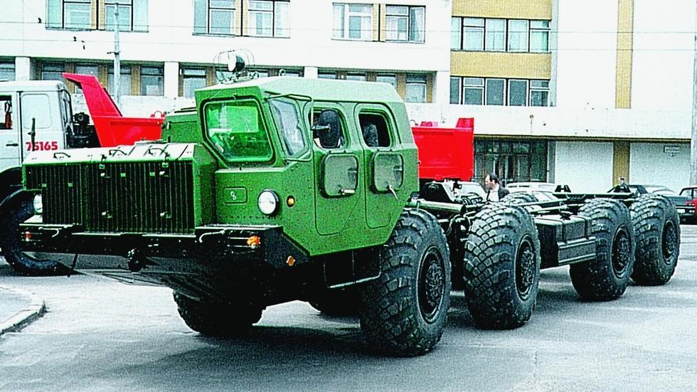 Готовое спецшасси МАЗ-543М на территории Минского автозавода