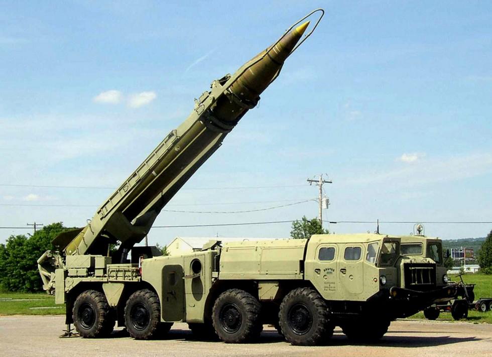 Вывод в стартовое положение жидкостной ракеты с рамочным ограждением