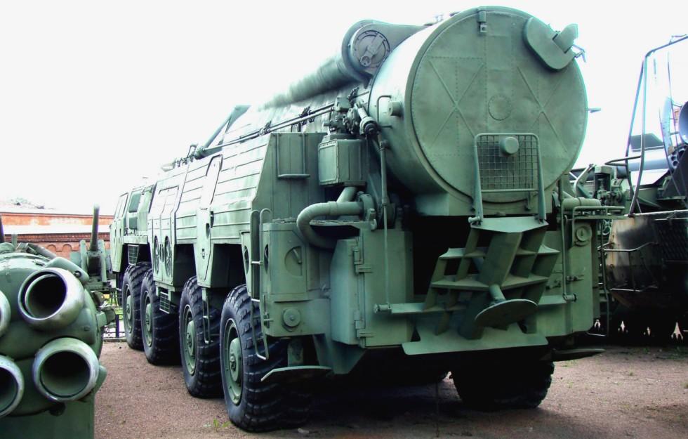 СПУ 9П120 с твердотопливной ракетой в транспортном контейнере (фото автора)