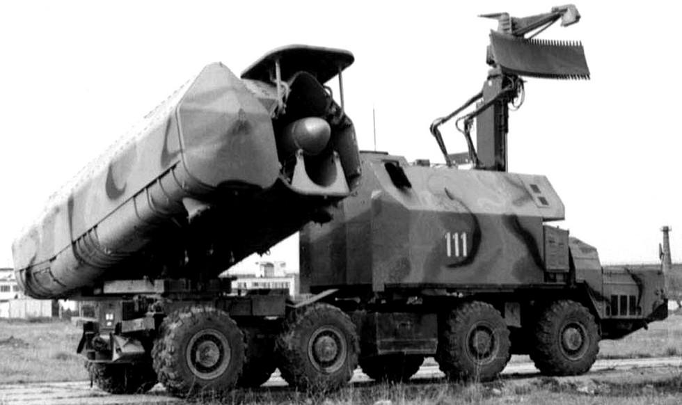 Пусковая установка 3П51 с двумя ракетами и радиолокационной станцией «Гарпун»