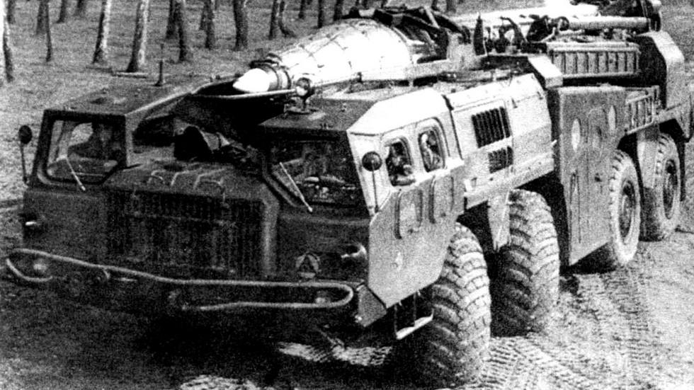 Автономная ракетная пусковая установка 9П117 на автомобиле МАЗ-543