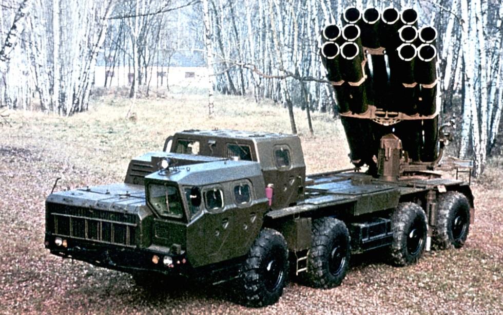 Боевая 12-зарядная установка «Смерч-М» в боевом положении (из проспекта «Росвооружение»)