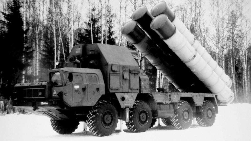 Первая пусковая установка 5П85С комплекса С-300ПС на шасси МАЗ-543М (из архива НИИЦ АТ)