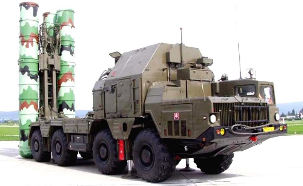 Первая четырехзарядная зенитная установка комплекса С-300 на шасси МАЗ-543М