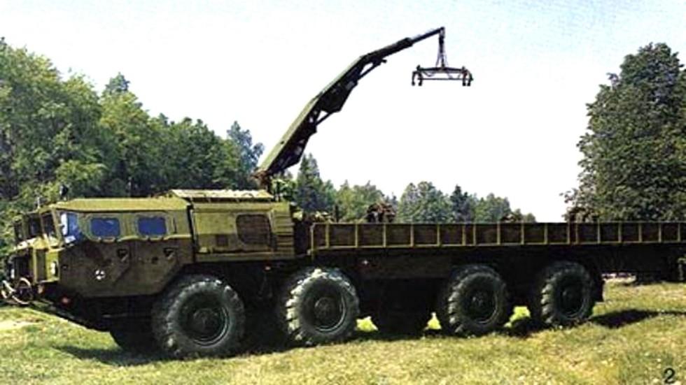 Бортовая ТЗМ 9Т234 комплекса «Смерч» на шасси МАЗ-543А с гидрокраном (из архива НИИЦ АТ)