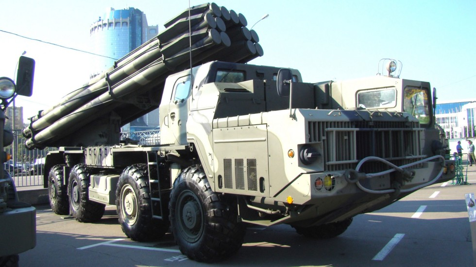 Модернизированная пусковая установка «Смерч-М» в Российской армии (фото автора)