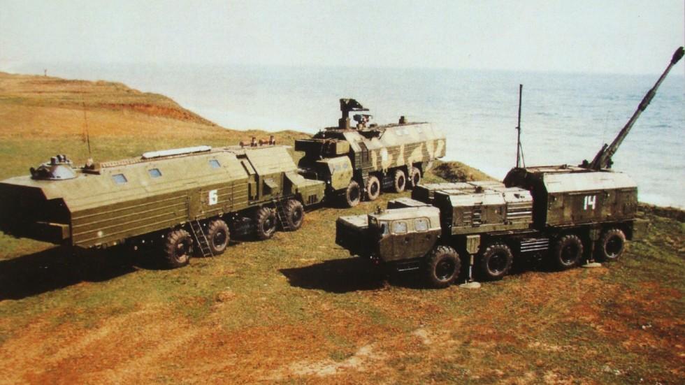 Береговой артиллерийский комплекс «Берег» на трех автомобилях МАЗ-543М (из архива завода «Баррикады»)