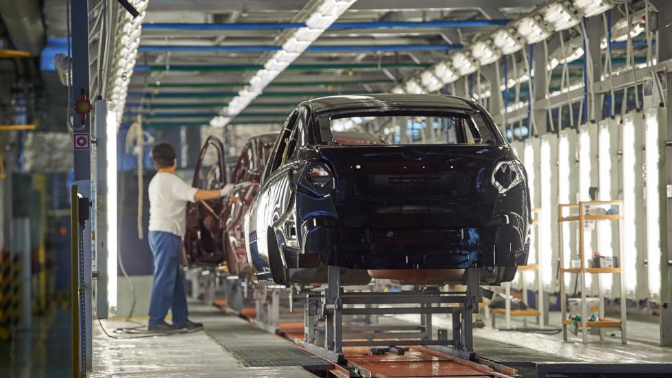 На фото: производство лифтбека Granta на ижевском заводе
