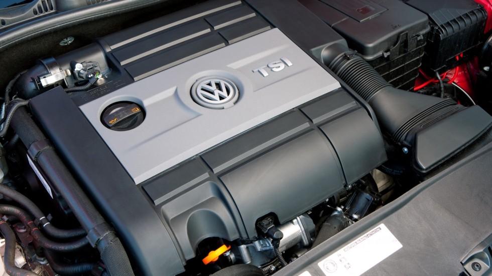 На фото: Под капотом Volkswagen Golf GTI 5-door (Typ 5K) '2011