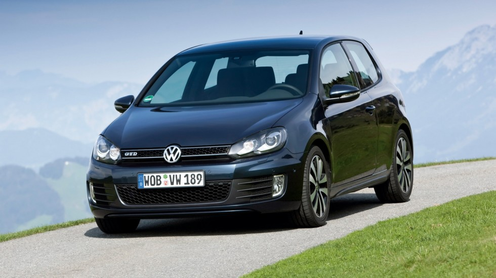На фото: Volkswagen Golf GTD 3-door (Typ 5K) '2009–12