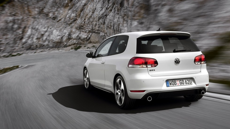 На фото: Volkswagen Golf GTI 3-door (Typ 5K) '2009–13